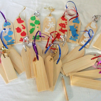 24 assorted gift tags in various sizes for Christmas presents
