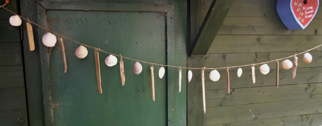 DRIFTWOOD & SEA SHELL GARLAND WALLHANGING.