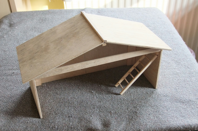 Nativity shelter or stable for baby Jesus at Xmas in kit form for self assembly