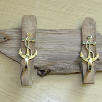 WOODEN COAT, KEY OR DOG LEAD RACK WITH 2 BRASS ANCHORS