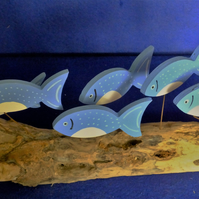 BLUE & WHITE SHOAL OF FISH ORNAMENT MADE FROM NATURAL DRIFTWOOD FROM CORNWALL