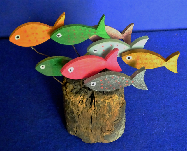 COLOURFUL SHOAL OF FISH ORNAMENT MADE FROM NATURAL DRIFTWOOD FROM CORNWALL