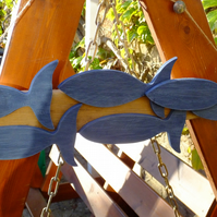 HANGING DECORATION SHOAL OF 6 DARK BLUE FISH MOUNTED ON DRIFTWOOD