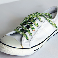 Pretty Retro Green and White Daisy Floral Patterned Cotton Shoelaces. Great Gift
