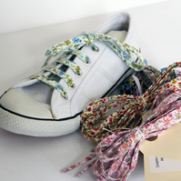 BULK BUY - 10 Pairs of Retro Cute Multi-Coloured Floral Patterned Shoelaces.