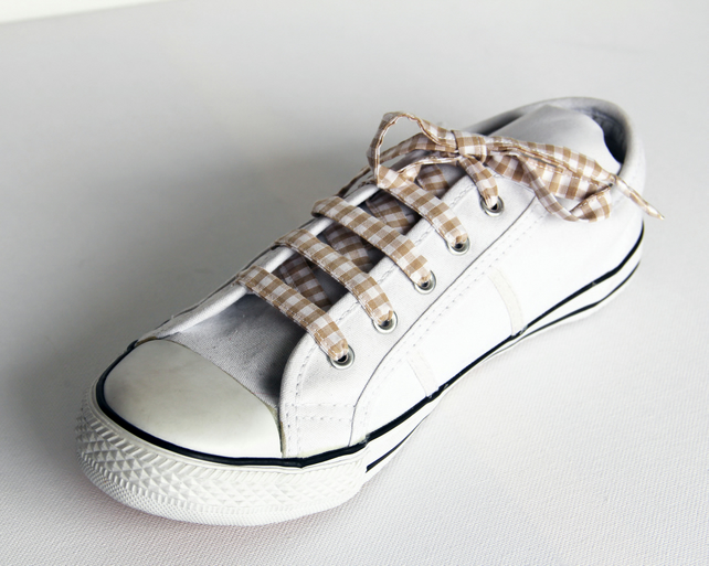 Retro Beige Fawn Gingham Patterned Shoelaces. Perfect for Girls. School Uniform