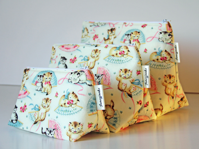 Retro Vintage Style Cute Kittens Large Wash Bag. Great Gift for Ladies