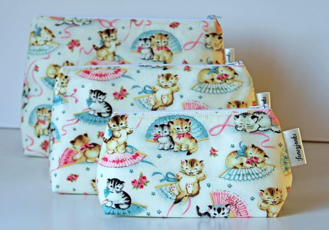 Retro Vintage Style Cute Kittens Make-up Bag. Great Gift for Ladies
