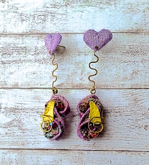 Embroidered sculptural sparkly dangle earrings.