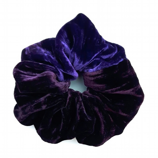 Scrunchie, crushed silk velvet.