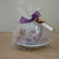 SWEET FIG  -  SOY SCENTED CANDLE - FLORAL CUP AND SAUCER.