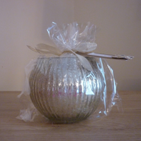FRESH LINEN - SCENTED SOY CANDLE - CHAMPAGNE RIBBED GLASS BOWL