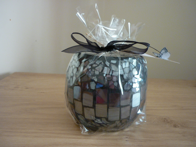 BLUEBERRY & VANILLA - SOY CANDLE - BLACK MOSAIC CANDLE HOLDER.