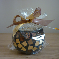 BLACK POMEGRANATE - SCENTED SOY CANDLE - BROWN AND GOLD MOSAIC CANDLE HOLDER.