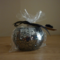 BLACK POMEGRANATE - HANDMADE SOY CANDLE - BLACK MOSAIC CANDLE HOLDER.