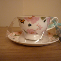 SWEET KISSES - SCENTED SOY CANDLE - CHINA CUP & SAUCER CANDLE.