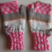 Fairisle Effect Fingerless Gloves (1)