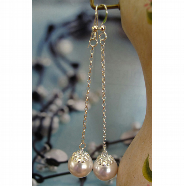 Pearl coloured Oyster Earrings, long