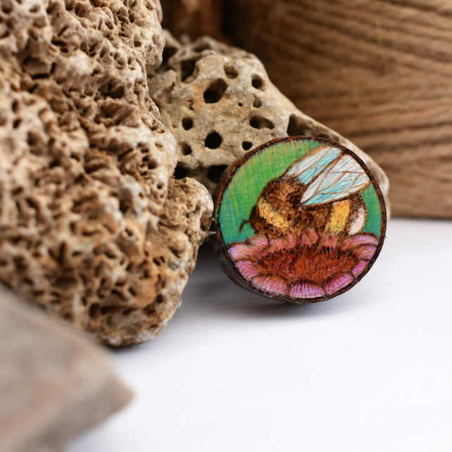 Busy bumblebee, wooden tree slice pyrography brooch. Rustic branch pin.