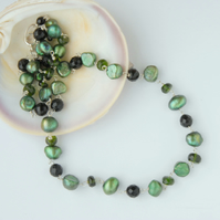 Green pearl and chrome diopside beaded necklace