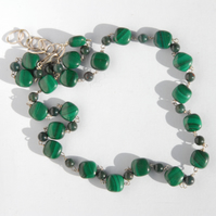 Malachite and bloodstone beaded necklace