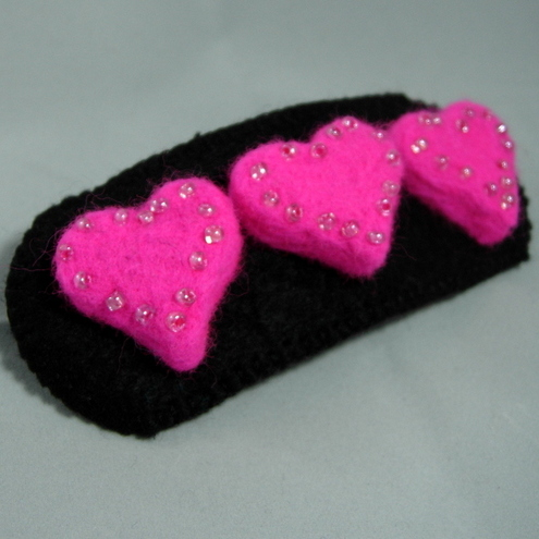 Felt hairclip Black and fluorescent pink hearts-LARGE