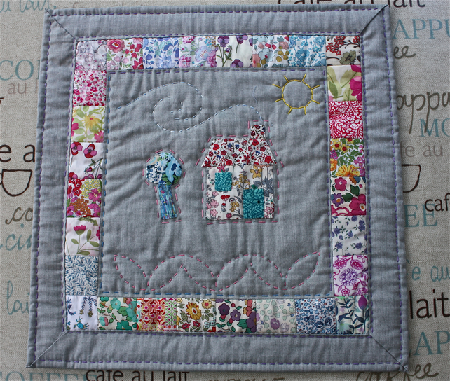 'Little House in the Country' Quilted Table Decoration
