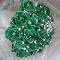 WEDDING BOUQUET BRIDES POSY ARTIFICIAL EMERALD GREEN  ROSES VINTAGE BROOCH