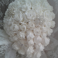 WEDDING BOUQUET BRIDES BOUQUET ARTIFICIAL  WHITE  ROSES VINTAGE BROOCH