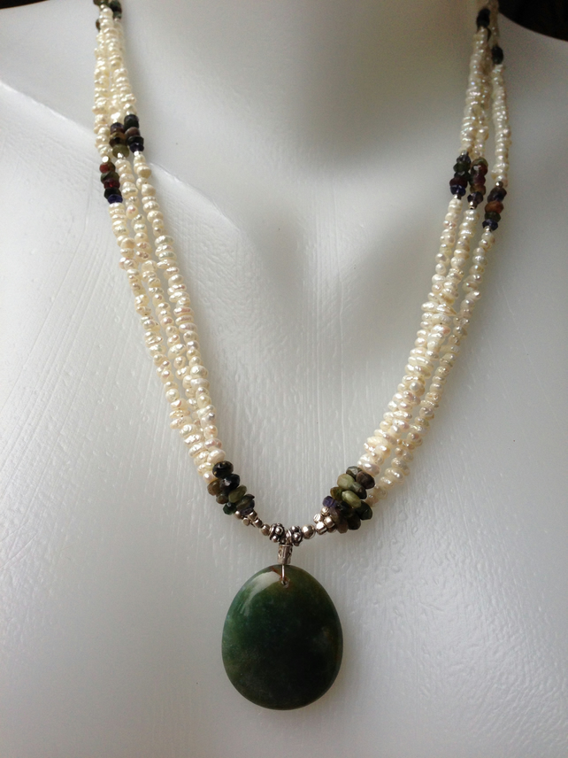 Jade with rice-pearl necklace