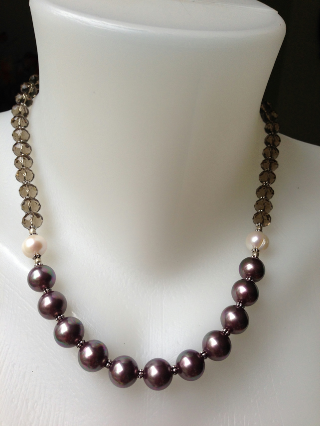 Burgundy shell pearl necklace