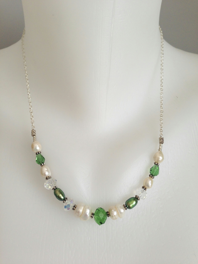 Pearl glass necklace