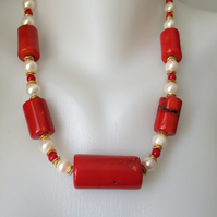 Statement coral pearl necklace