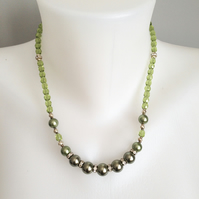 Green shell pearl necklace