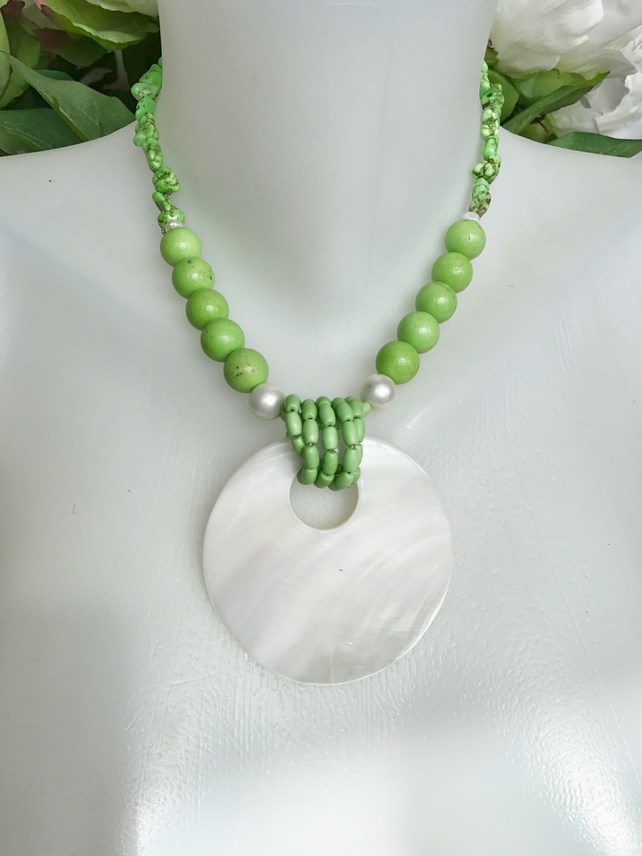 Mother of pearl necklace, Green necklace, Statement necklace, Mother of pearl