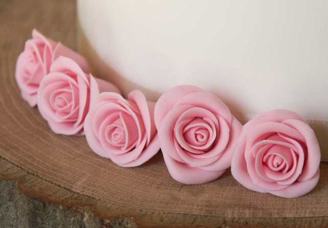 10 Edible pink rose cake toppers - flower weddi... - Folksy