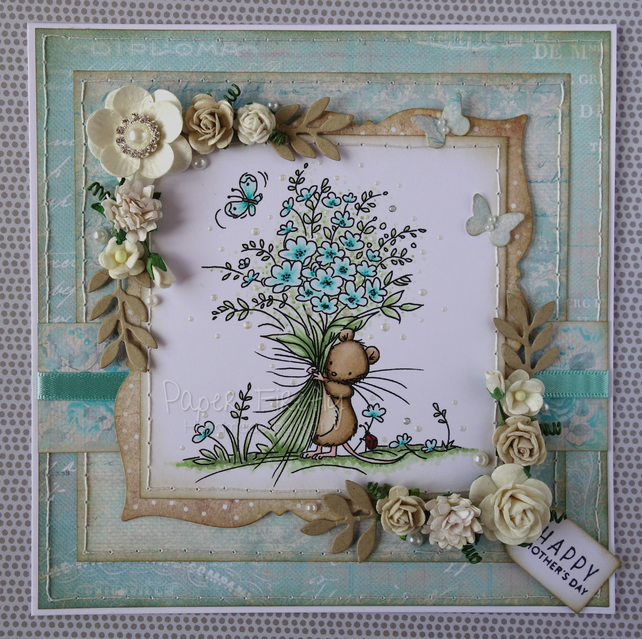 Elegant floral card featuring mouse with flower bouquet