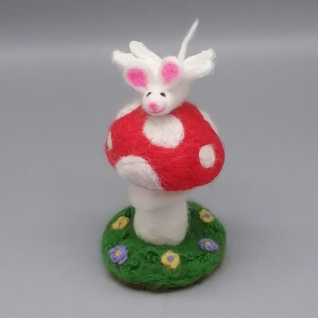 Needle Felted Mouse, Fly Agaric Mushroom, Felt Sculpture, Fairy Toadstool, Cute,