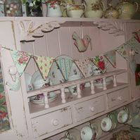 SHABBY CHIC WOOD BUNTING MADE USING CATH KIDSTON VINTAGE DESIGN DRESSER DISPLAY