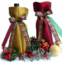 Christmas bottle bag (dark red or gold) with tartan ribbon & festive gift tag