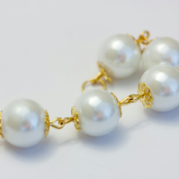 Feminine White Glass Pearl Bracelet and Earrings Set