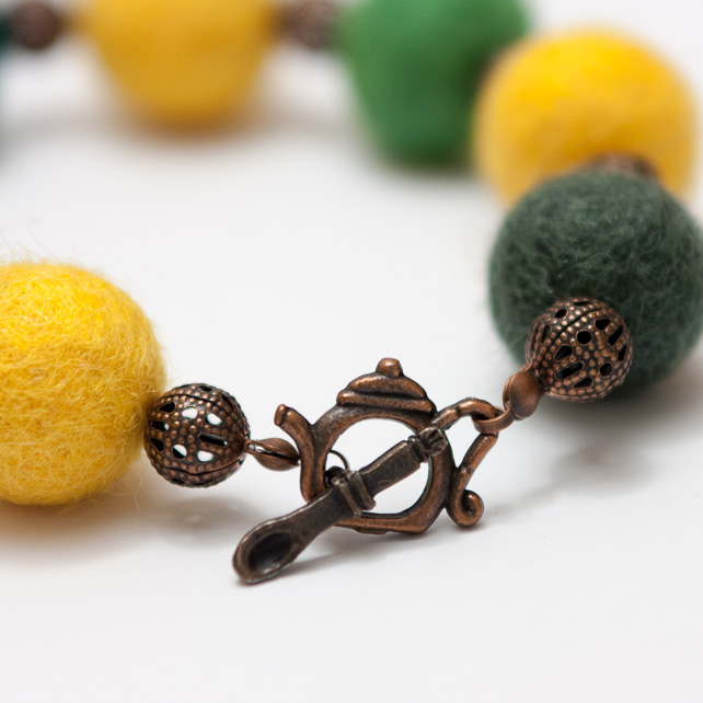 Autumn Cammomile Tea : Felted Bracelet and Earrings Set