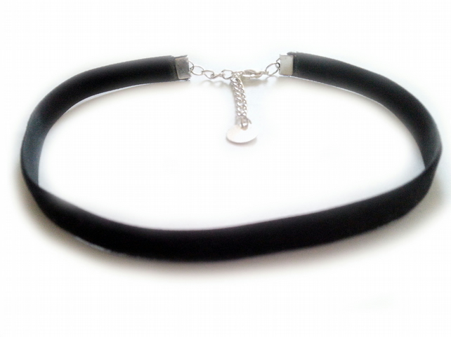 Velvet Choker, Plain Choker Necklace, 9mm wide, Adjustable Size