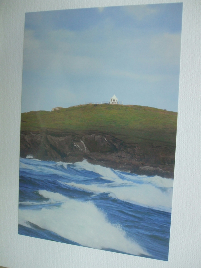 Photographic greetings card of the Huer's Hut & rough sea at Newquay.