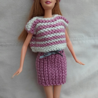 Knitted outfit for Barbie style doll