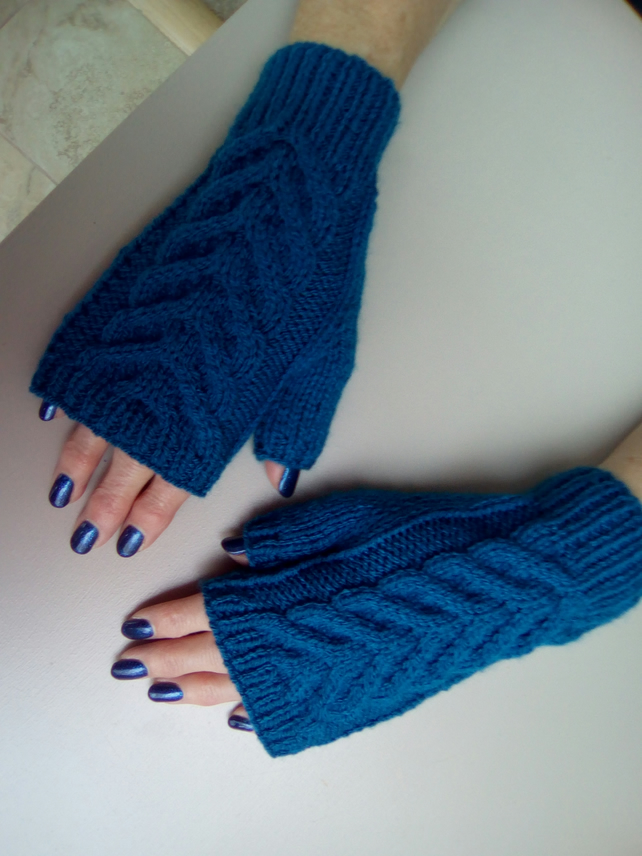 Warm fingerless gloves