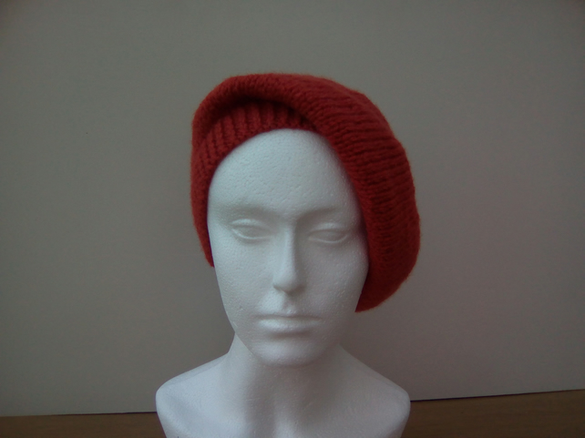 Warm ladies beret style slouch hat