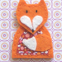 Felt jewellery kit - Sew your own fox brooch craft sewing kit