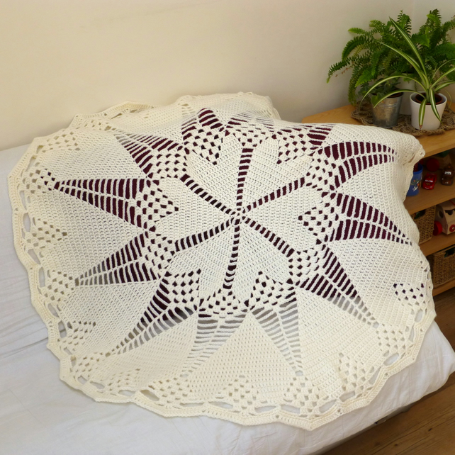 Cream Heart Doily Style Blanket, 118 cm diameter