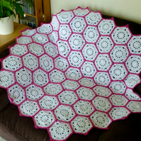 White & Raspberry Hexagon Blanket, 102 x 95 cm